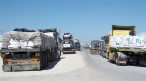 Trucks waiting at the Kerem Shalom crossing between Israel and Gaza Credit: Erica Silverman/IRIN